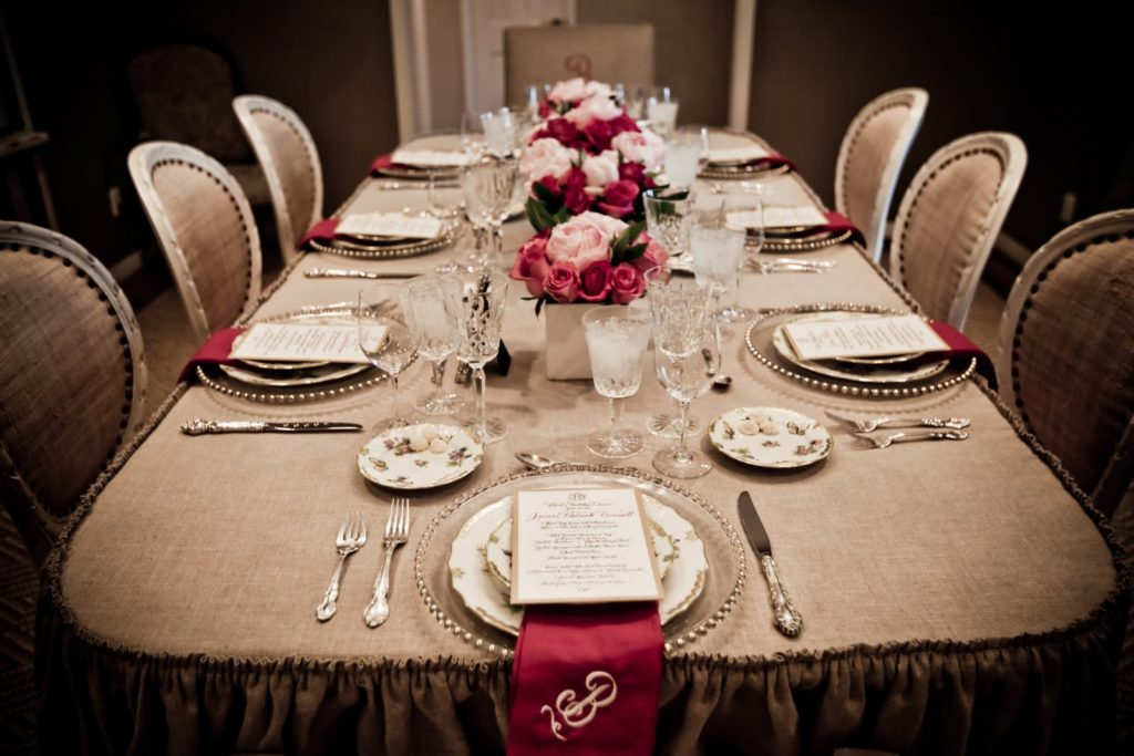 beautiful-rehearsal-dinner-table-decorations